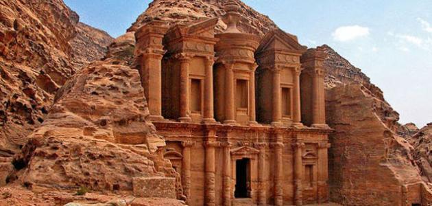 بحث عن السياحة في الوطن العربي ونبذة عن أهم المزارات التي يمكن للسائح زيارتها