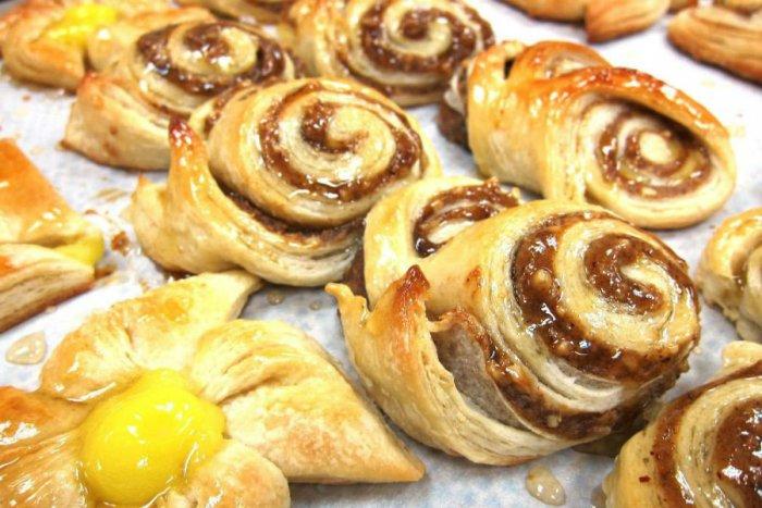 طريقة عمل حلويات بعجينة البف باستري
