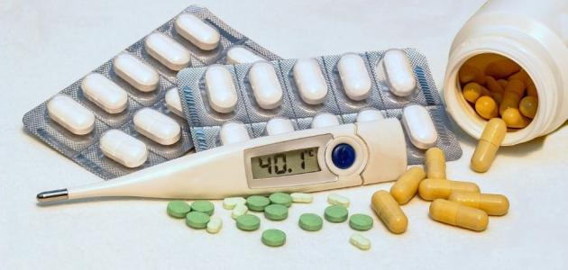 أدوية خافضة للحرارة وأعراضها الجانبية والمادة الفعالة بها للبالغين والأطفال