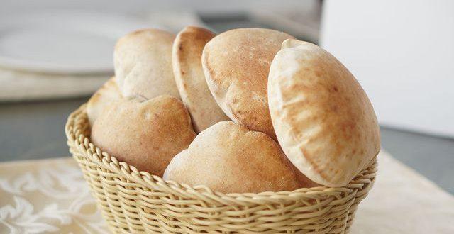 طريقة عمل الخبز البلدي بالخطوات وسر نجاح العجينة في المنزل